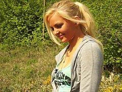 Блондинки, Натуральные, Натуральные сиськи, На природе, Реалити, Застенчивая, Стриптиз, Молоденькие