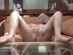 Aged granny with hungry backdoor and pussy holes