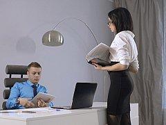 Tussi, Blasen, Braunhaarige, Bekleidet, Europäisch, Nackt, Büro, Sekretärin