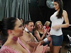 Любители, Блондинки, Брюнетки, Одетые девушки голые парни, В клубе, Секс без цензуры, Вечеринка, Тощие