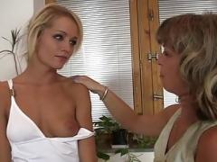 Mommy seduces son's exgirlfriend into cunilingus