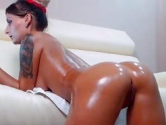 Hot Non-professional Slut Shakes her Oiled Butt on Webcam