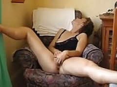 Old wife plays with her vag & has awesome orgasm