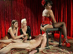 Domination, Face assise, Femelle, Femme dominatrice, Groupe, Branlette thaïlandaise, Maîtresse, Jarretelles