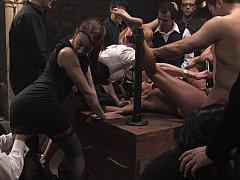 Sadomasochismus, Fesselspiele, Braunhaarige, Extrem, Gruppe, Bestrafung, Sklave, Gefesselt