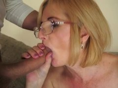 A mature babe that loves anal is getting fucked well in her ass