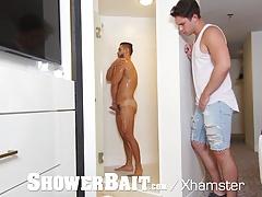ShowerBait Str8 Arad Winwin shower fucked by Casey Jacks