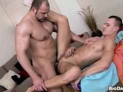 Muscular gay daddy smashes a guy's ass after pleasing him with massage