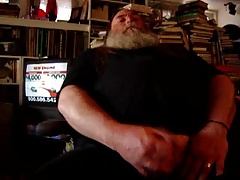 Fearded Daddy bear jerking and cumming