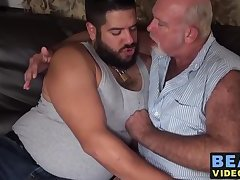 Young cub Lanz Adams bangs with mature bear Chuck Collier