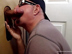 College Student Sucked Off At Gloryhole