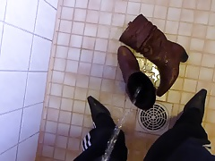 Piss in wifes brown leather boot