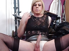 cd holly has a quick wank and finger fuck