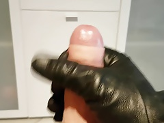 Cumshot in Gloves