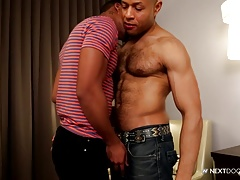 NextDoorEbony Hooking up with Hung Stud from the Gym