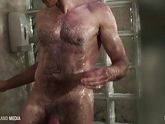 Beefy piss pig jerks off in a sauna