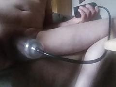 Mit der Penispumpe