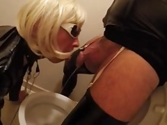 Travesti pissing uro crossdresser