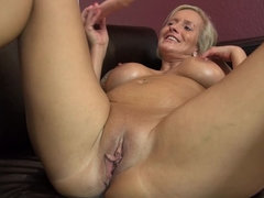 German housewife fingering herself