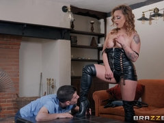 40 years old mistress Liza Del Sierra plays kinky games with a young guy
