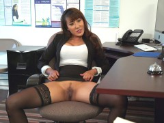 Boss Tiffany Rain seduces her employee by spreading her legs