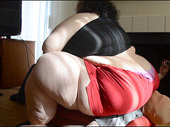 bbw squeezing Fetish from Squashing.org