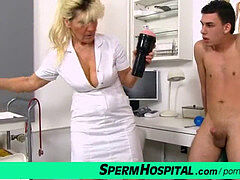 warm legs cougar in uniform Hana with youthfull patient clinic handjob