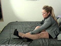 Self sole smelly in pantyhose