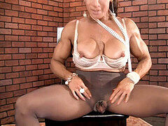 Denise Masino rips through tights