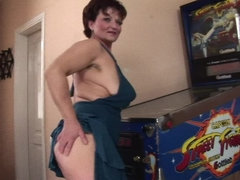 Hot babe fisting a naughty mature slut