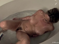 In her tub, Sarah Michaels gets naked and get clean