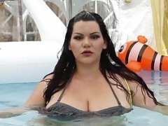 Soggy Cuban Adult bbw Angelina Castro Throat Has an intercourse Cock In Pool!
