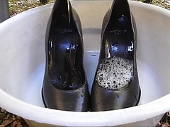 Piss in wifes grey high heel shoes