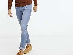 Model Bulges in Jeans