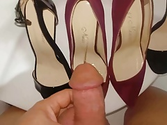 Golden shower desire into daugh's red sued heels