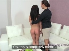 Female agent fists brunette amateur in casting
