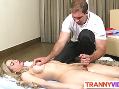 Massaging Tranny Natalia Castro