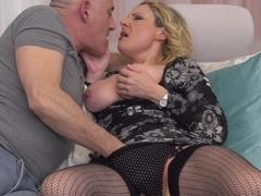 Italian curvy housewife Valentina fucking and sucking