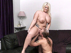 first-ever meeting lovemaking with sexy chubby blonde