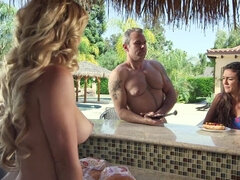 Nudists like to have group sex