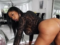 A big ass bimbo shakes her ass and she gets her cunt fucked