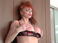 LiveGonzo Taylor Wane buxom mummy Wants More romp