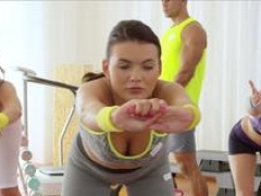 Gym chicks pussylicked in workout trio