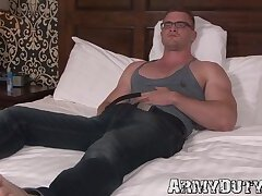 Huge soldier Scott Ambrose waks off his dick after rubbing